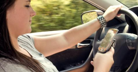 teen girl driving and texting